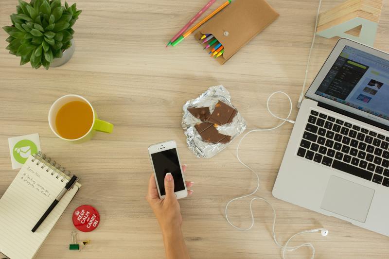 Grignoter au bureau : voici les meilleurs aliments sains à déguster
